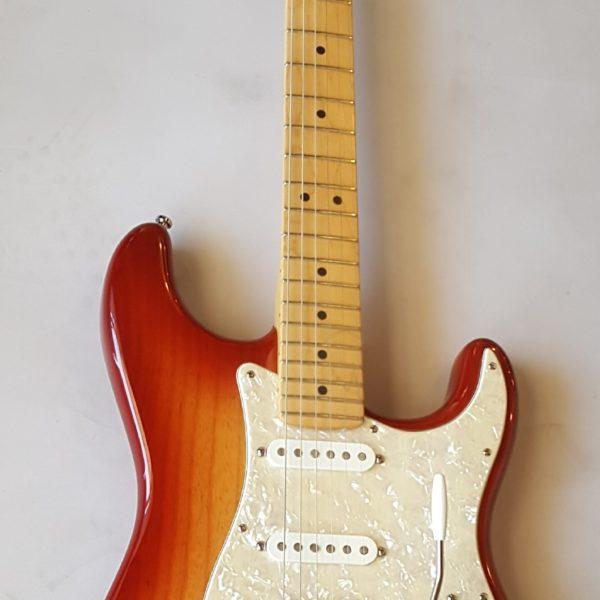 Fender Stratocaster Seinna Burst 2002 HSS