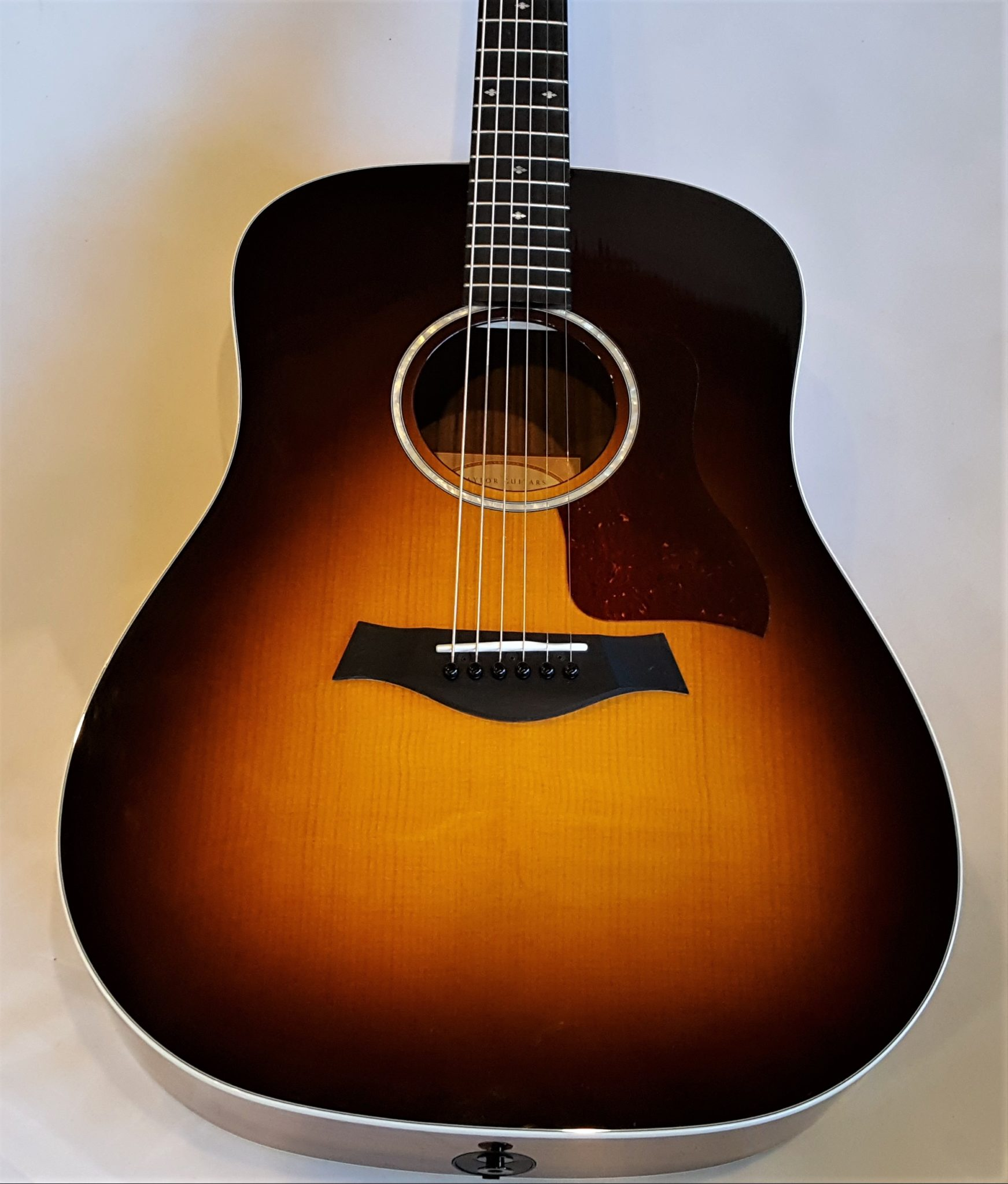 Taylor 210e-SB Deluxe 2016 Sunburst Acoustic Electric Guitar