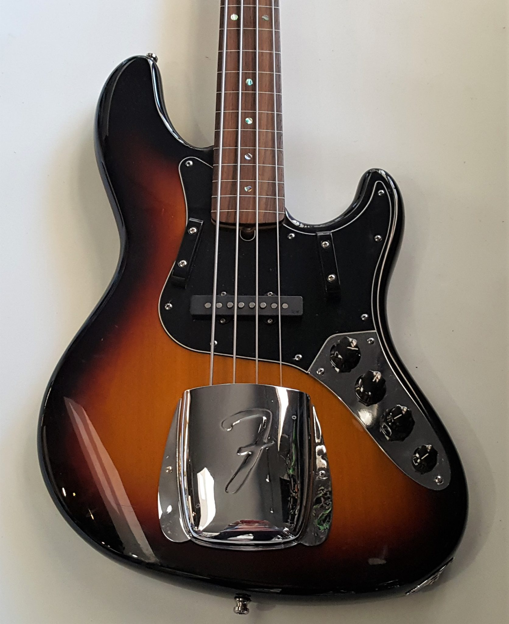 Fender American Deluxe Jazz Bass Fretless 2005 3-Color Sunburst